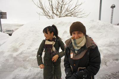 「妻と白川郷を旅行して雪合戦したときの写真」