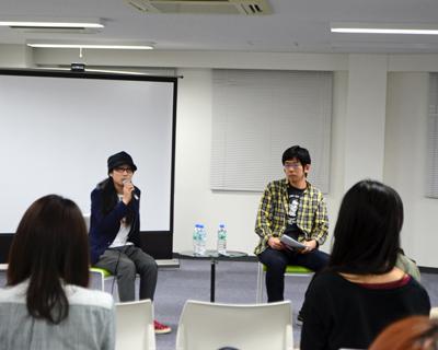 緒方貴臣監督(左)と武田砂鉄さん(右)