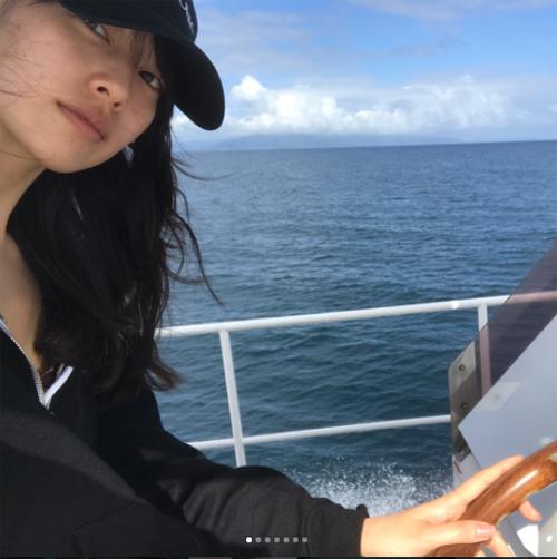 小型船舶操縦士の免許を持ちスキューバダイビングが大好き、なのに美白!(戸田恵梨香Instagramより)