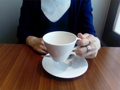 女優をしながら企業の受付として働く麻耶@表参道のカフェ