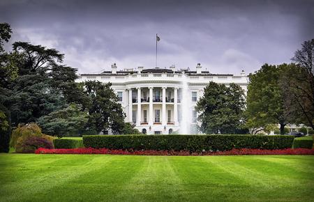 米兵の妻に「夫は戦死も承知で入隊」~嘘に嘘を重ねるトランプとホワイトハウスの画像1