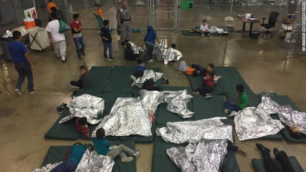 授乳中の母親から赤ん坊を引き剥がす~トランプの「ゼロ寛容」不法移民政策の画像1