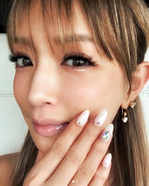 浜崎あゆみのライブ酷評や「加工し過ぎ」と非難される写真より注目すべき「インスタポエム」。美容室を「本家」「実家」の画像1