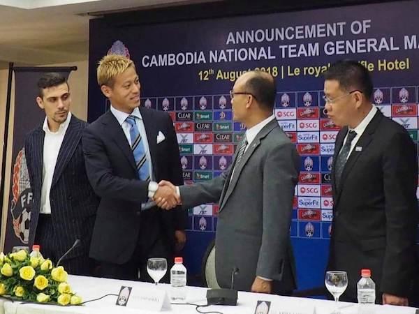 サッカーカンボジア代表監督に就任した本田圭佑 フン・セン首相による政治利用に懸念の声も!?の画像1