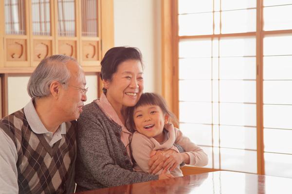 祖父母の育児参加に期待しすぎてはいけない 7割が孫との関わり「増やしたくない」の声の画像1