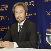 Freelance journalist Jumpei Yasuda speaks at FCCJ