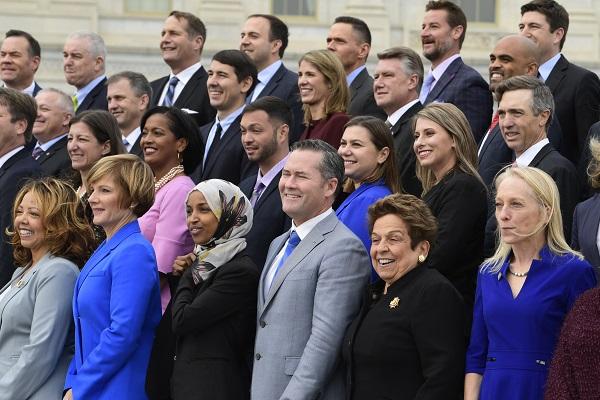 米国中間選挙で下院に101人の女性議員~票の数え直しと再投票の画像1