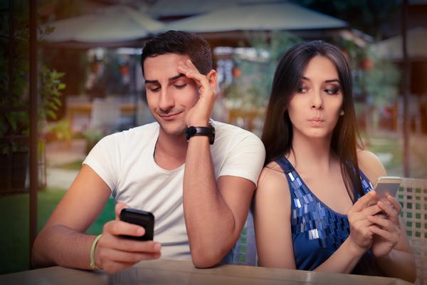 恋人の携帯電話を見ることは、やっぱりダメなのか?の画像1